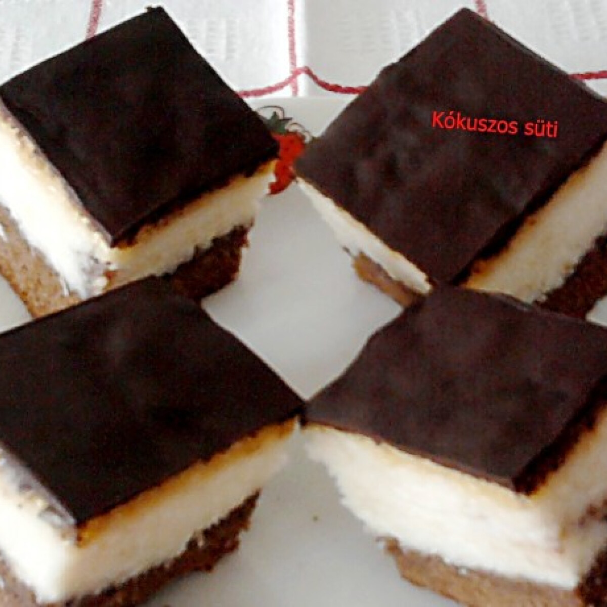 Ezen a képen: Kókuszos süti Erzsi konyhájából
