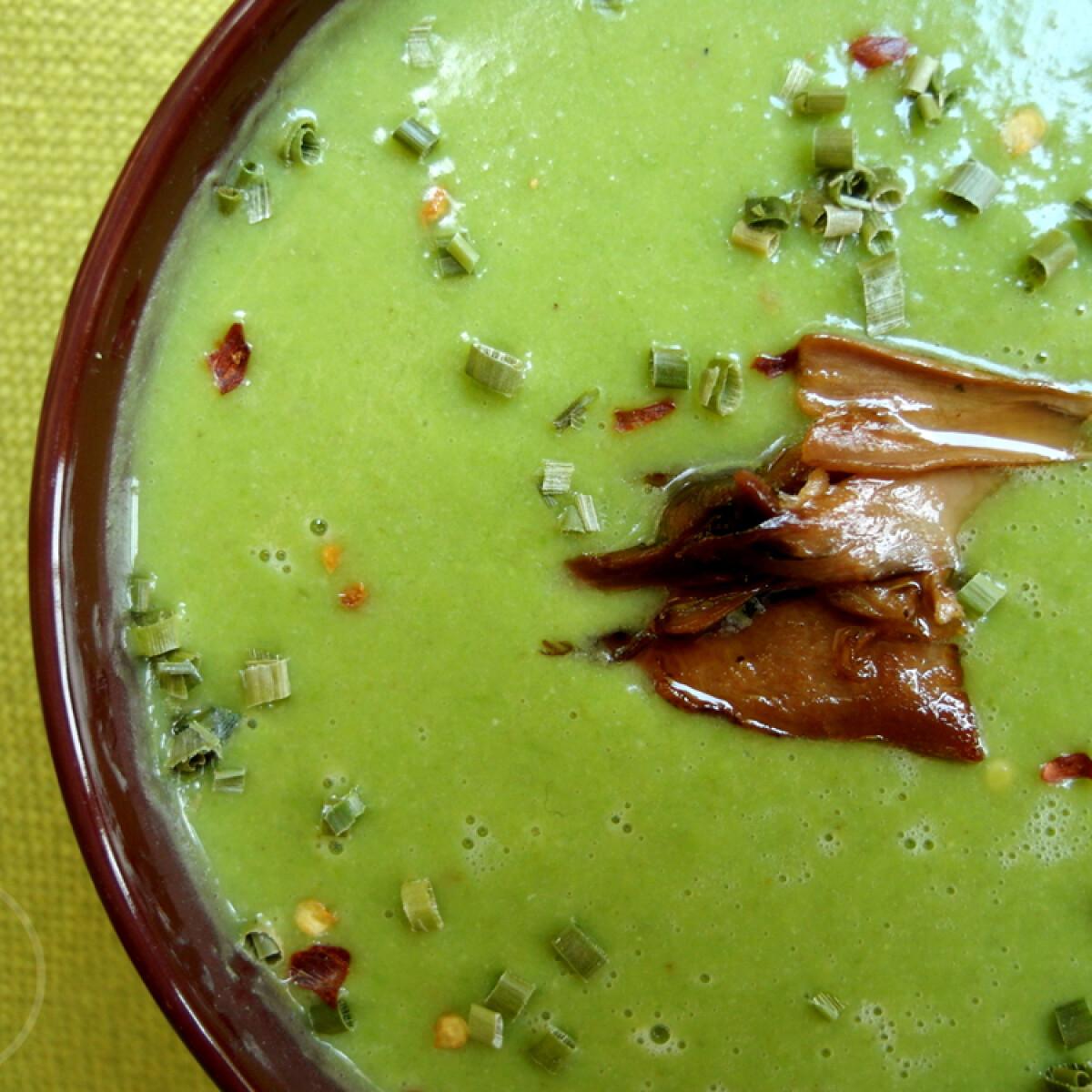 Ezen a képen: Chilis zöldborsókrémleves vargányával