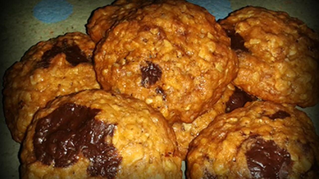 Mandulás-csokidarabos-zabpelyhes cookie