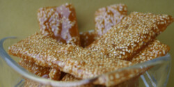 Szezámmagos karamell-lapocskák