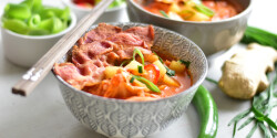 Kimchileves burgonyával és baconnel