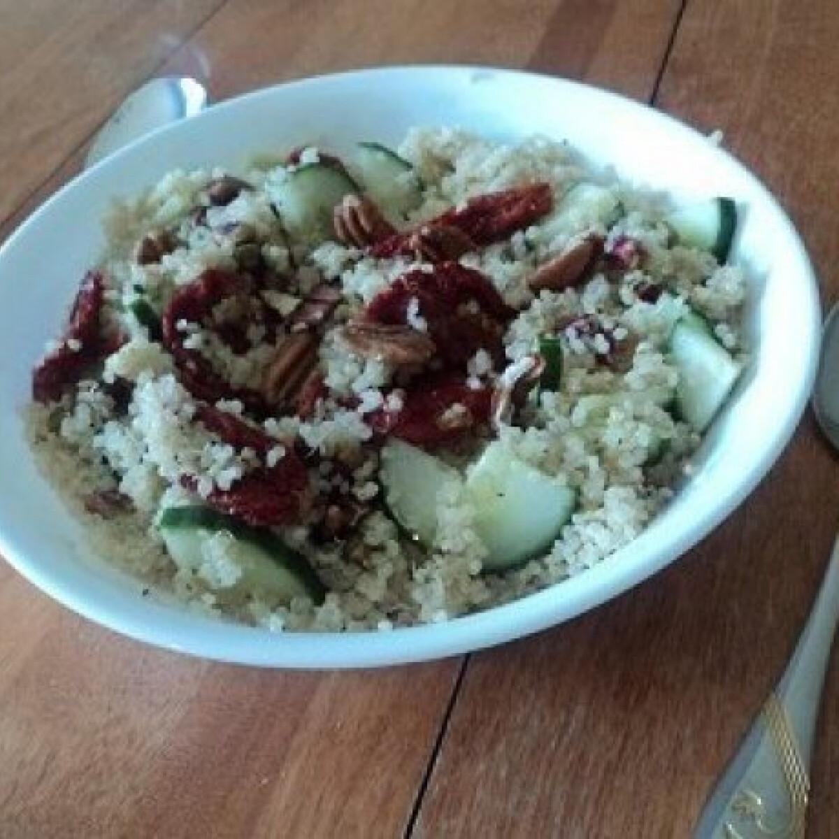 Ezen a képen: Quinoa saláta pisztáciával
