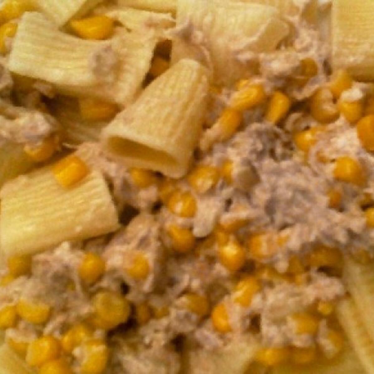 Ezen a képen: Tonhalas-kukoricás tészta
