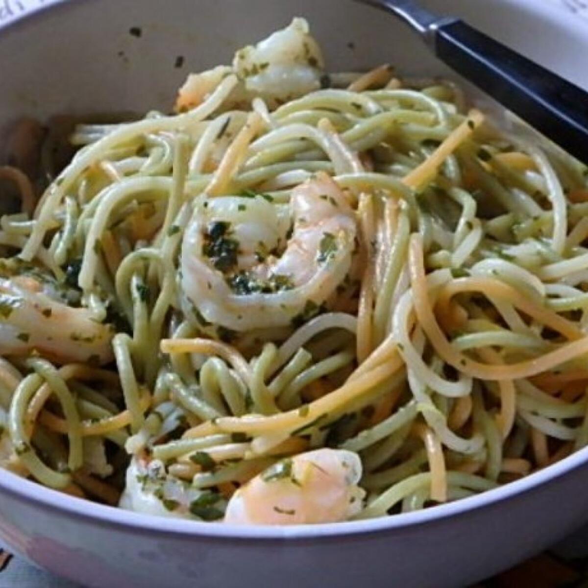 Ezen a képen: Citromos-petrezselymes spagetti garnélarákkal