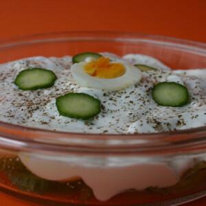 Uborkás tojássaláta