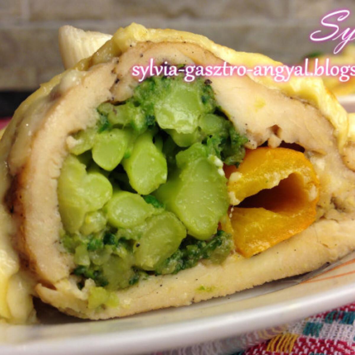 Ezen a képen: Szójaszószban pácolt, sajtos-brokkolis csirkemell