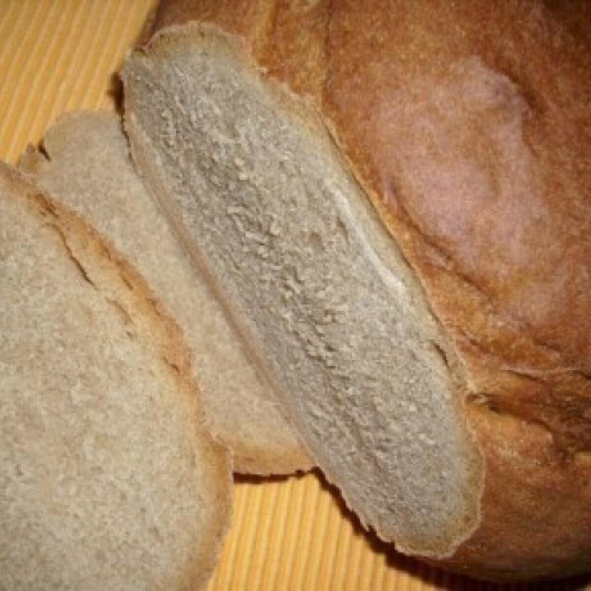 Ezen a képen: Fekete - erdő vidéki kenyér