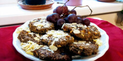 Csokis-quinoás-kékszőlőmagos keksz