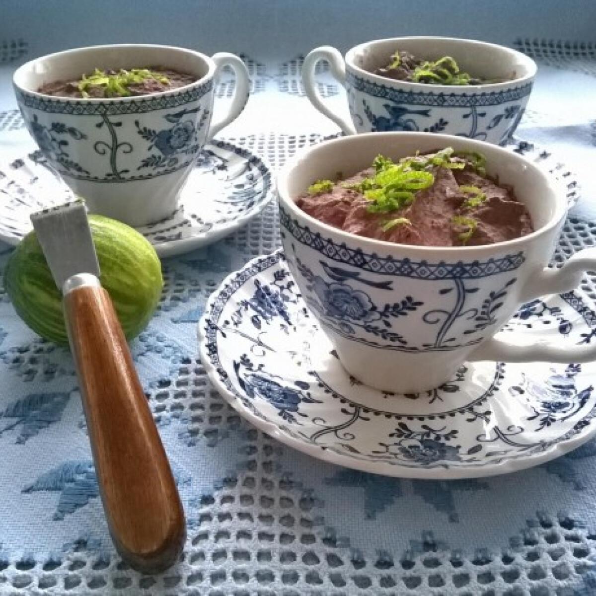 Ezen a képen: Csokipot zöldcitrommal és tengeri sóval