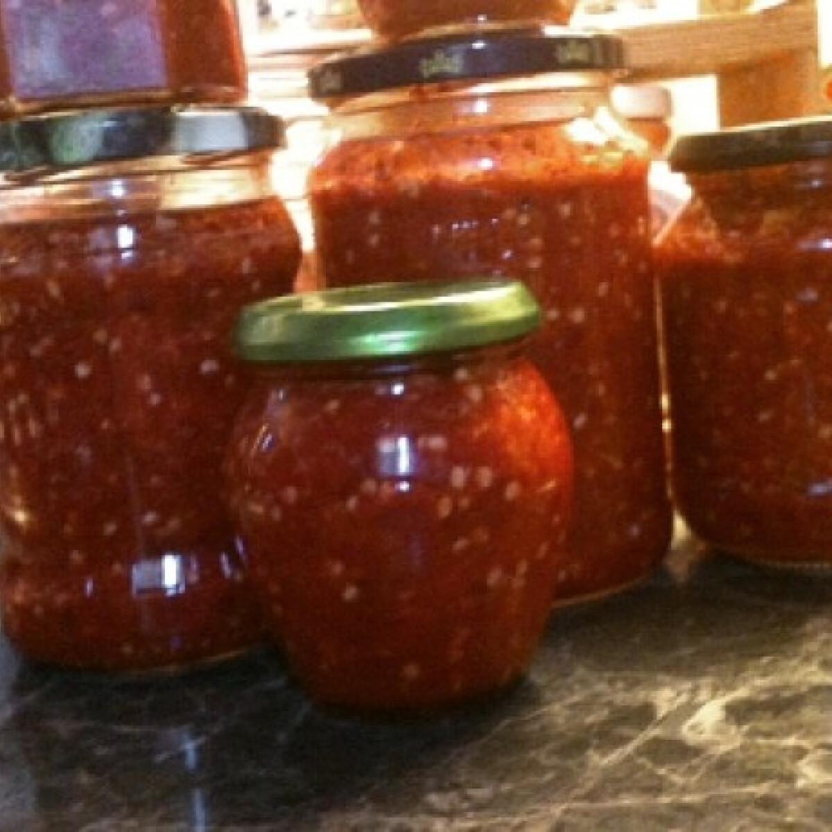 Ezen a képen: Cseresznyepaprika-krém sanila konyhájából