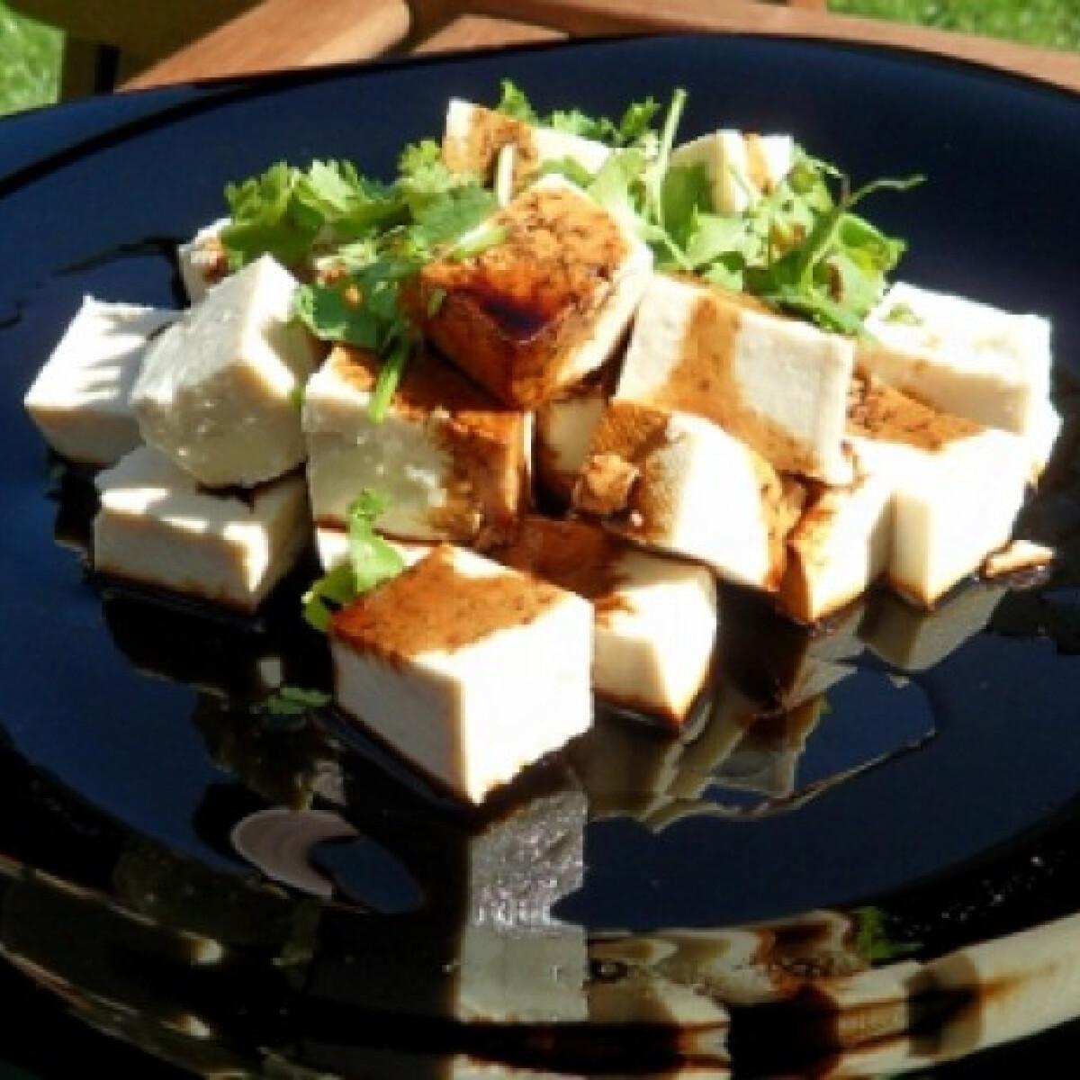 Ezen a képen: Korianderes tofu