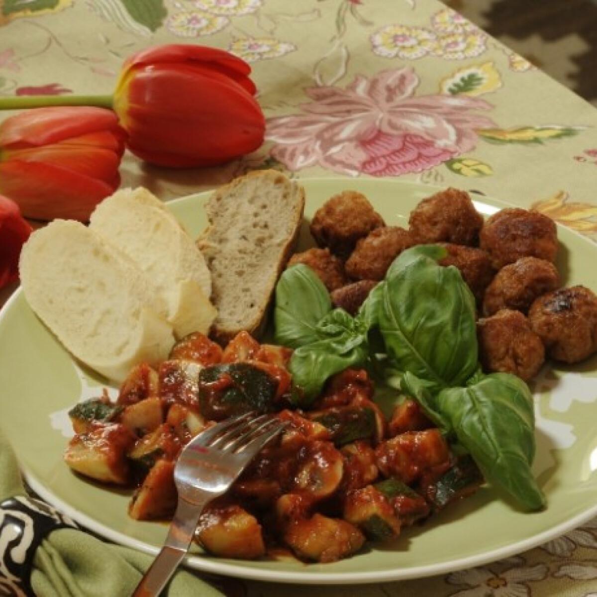Ezen a képen: Húsgolyók cukkinis svédgombával
