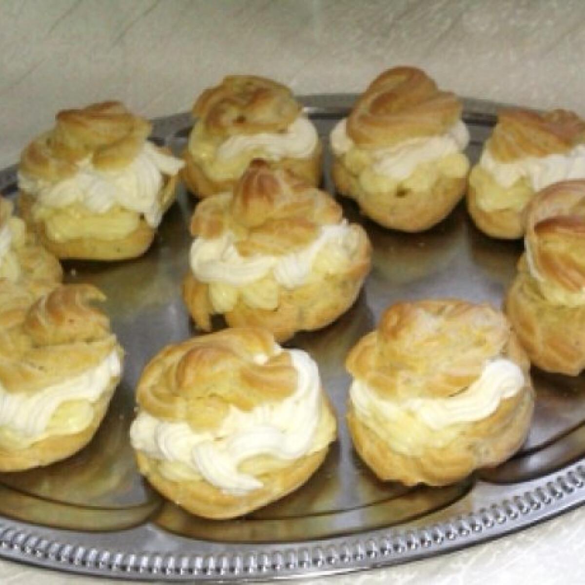 Ezen a képen: Képviselőfánk dombinori konyhájából