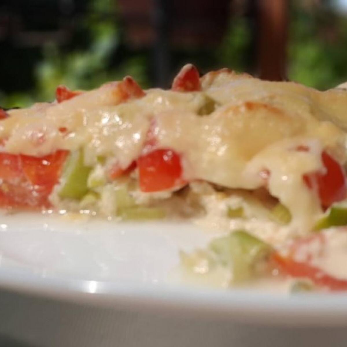 Ezen a képen: Pórés-paradicsomos-baconös quiche