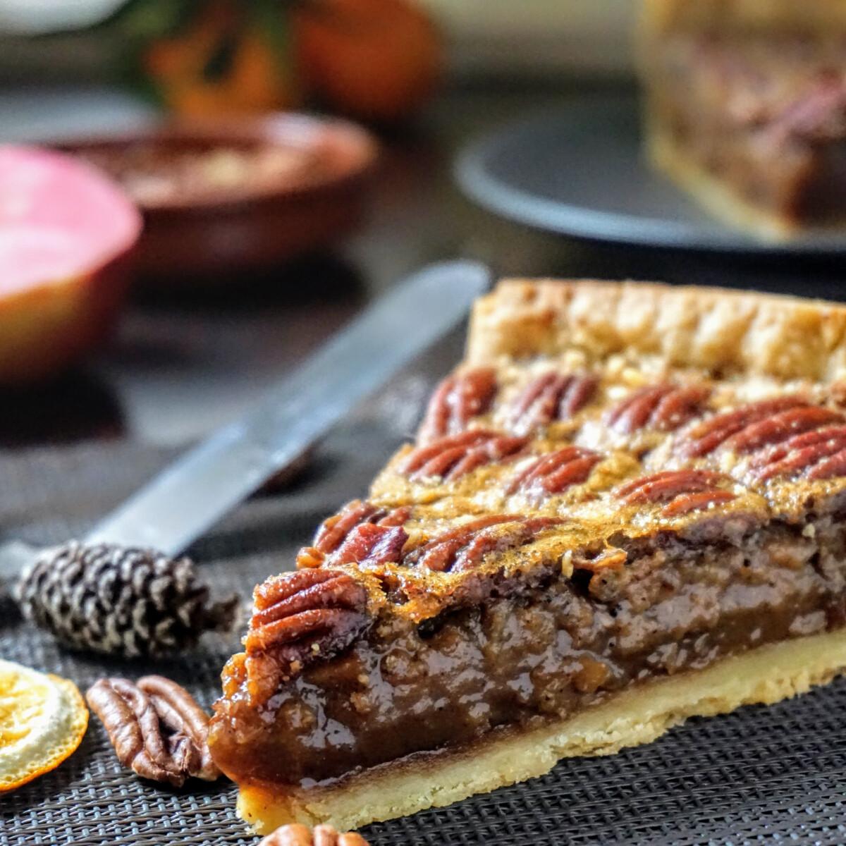 Ezen a képen: Pekándiós pite fűszeres almaréteggel