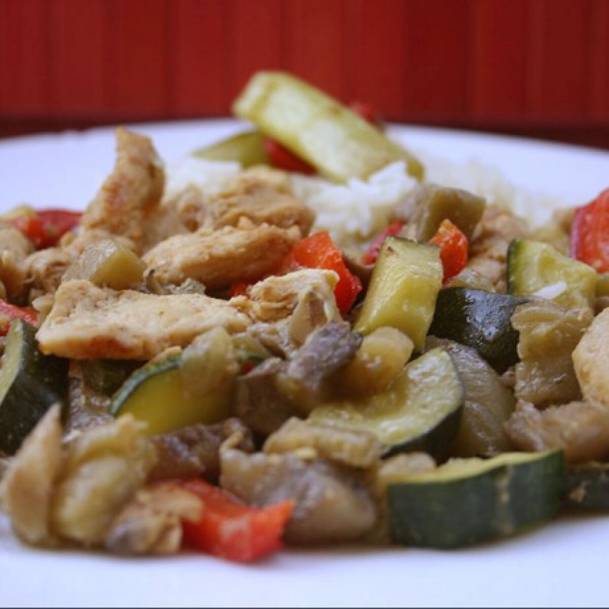 Ezen a képen: Zöldséges csirkemellcsíkok