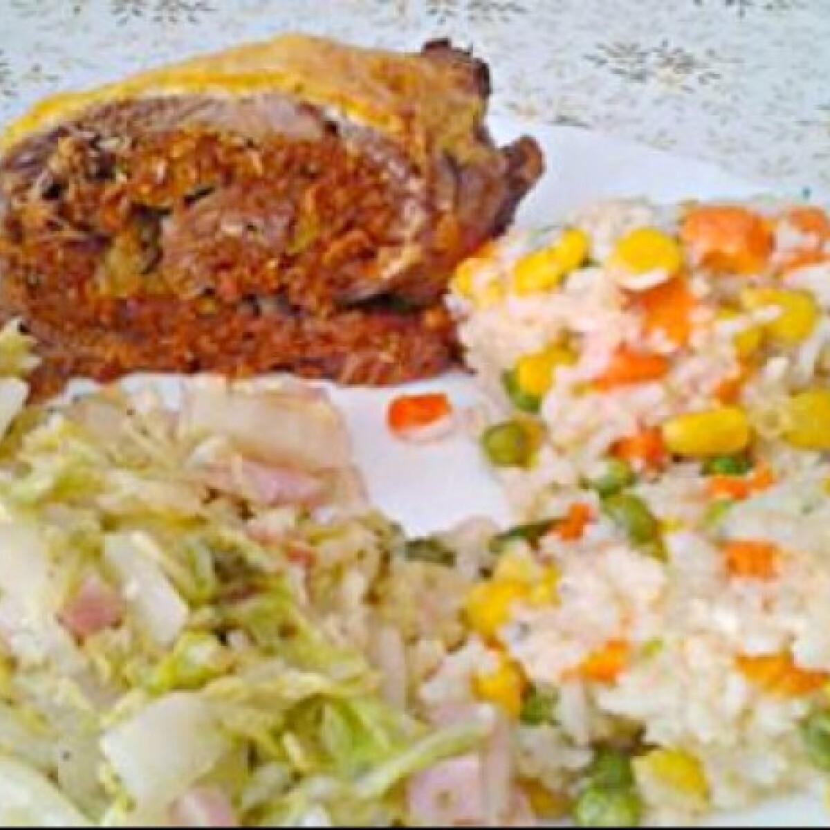 Ezen a képen: Tejfölös-kolbászos húsrolád