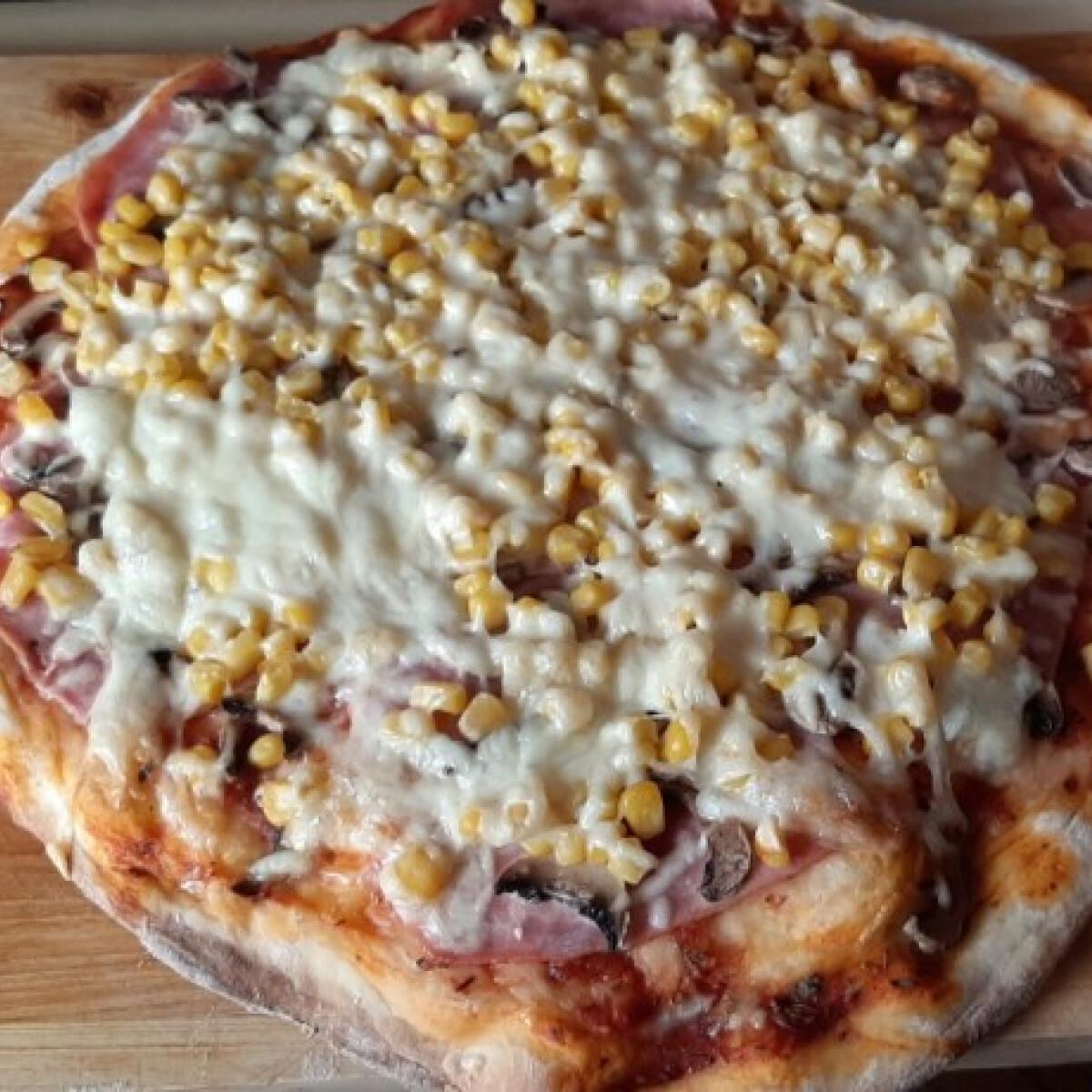 Ezen a képen: Pizza 4 főre