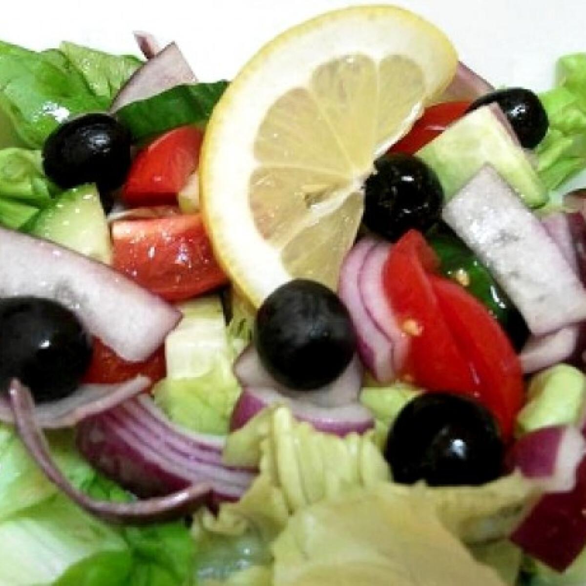 Ezen a képen: Nyári üditő saláta