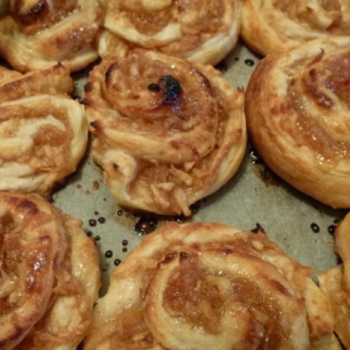 Ezen a képen: Almás csiga A'la Bella konyhájából