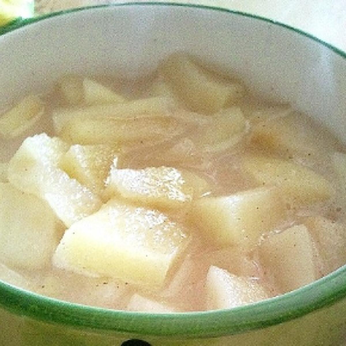 Ezen a képen: Egyszerű almaleves Zora konyhájából