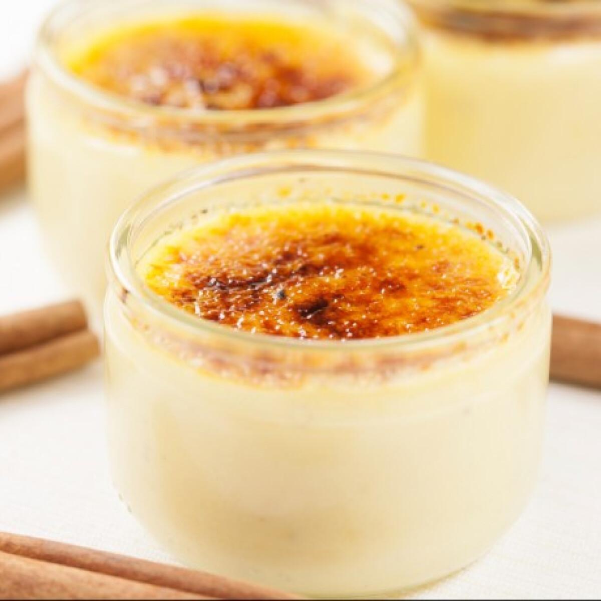 Ezen a képen: Bal banános-kardamomos crème brûlée-je