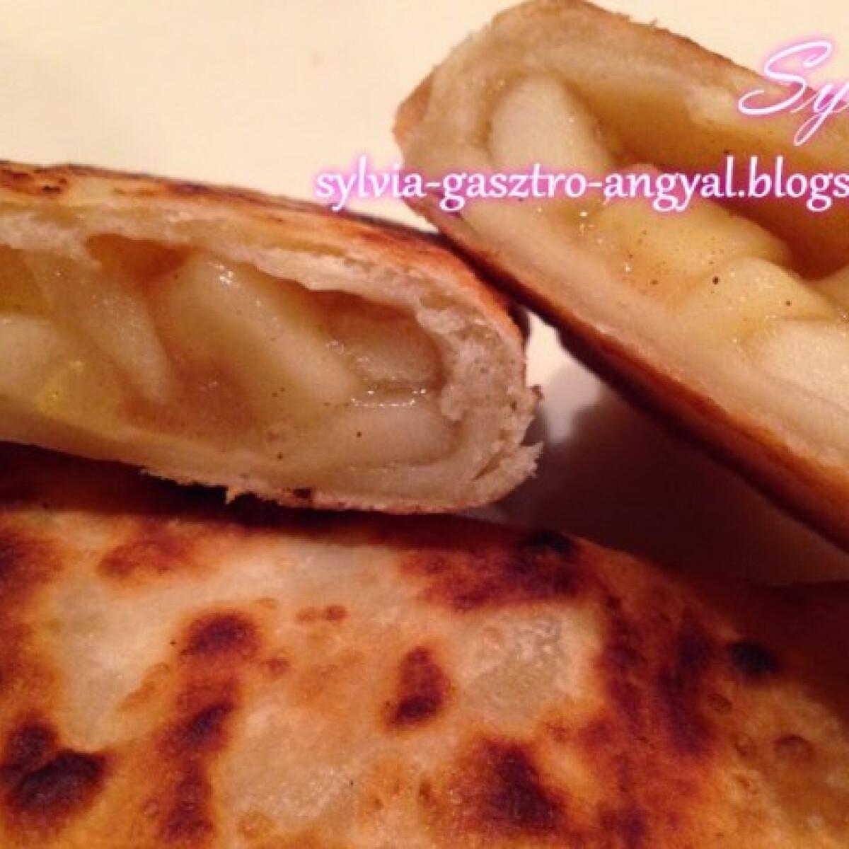 Ezen a képen: Mekis forró almás pite Sylvia Gasztro Angyal konyhájából