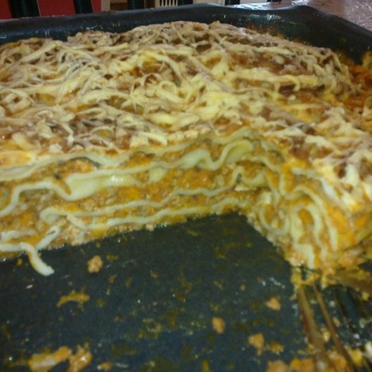 Ezen a képen: Lasagne ahogy Málna készíti