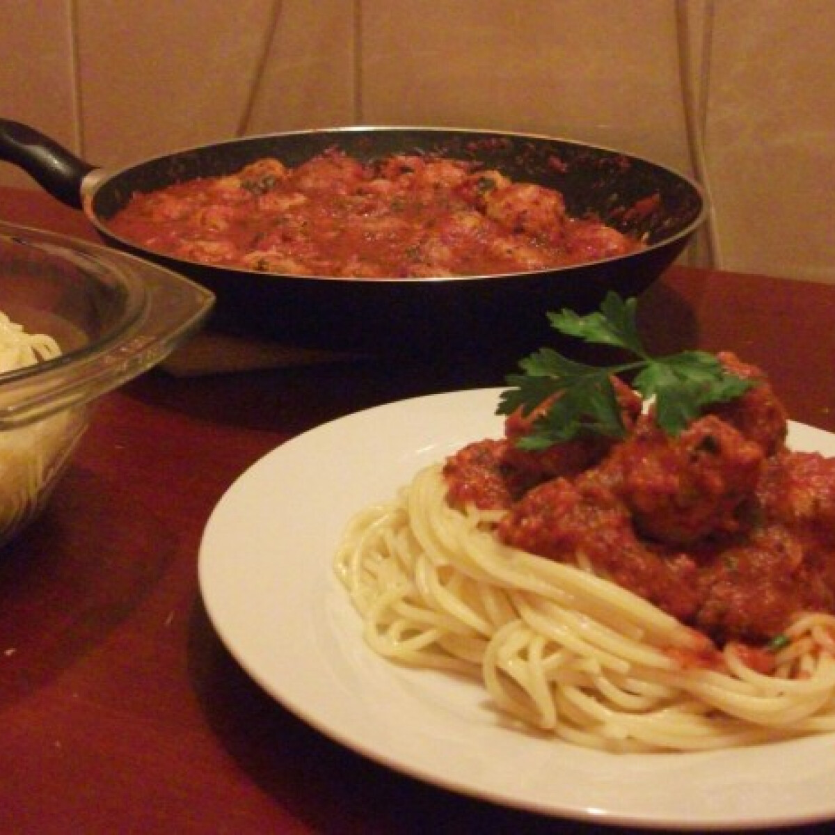 Ezen a képen: Paradicsomos húsgombócos spagetti