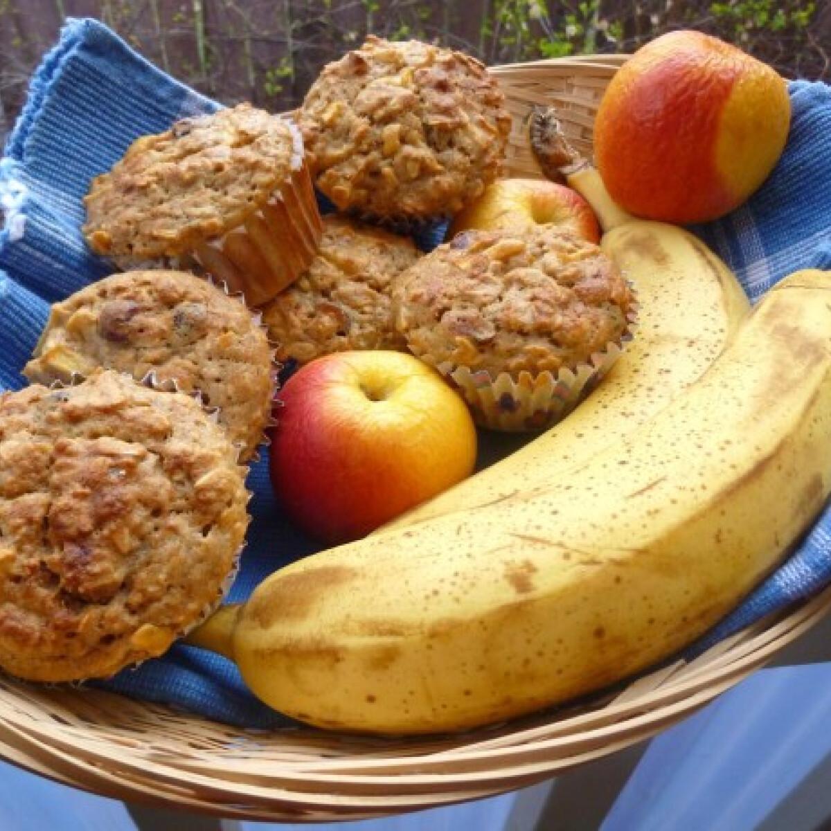 Ezen a képen: Almás-áfonyás-banános muffin