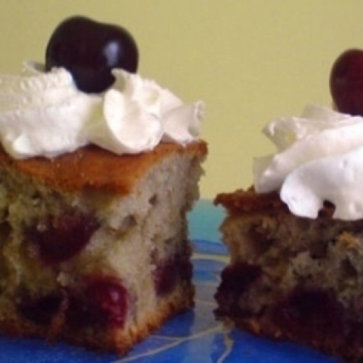 Ezen a képen: Gyümölcsös-joghurtos süti