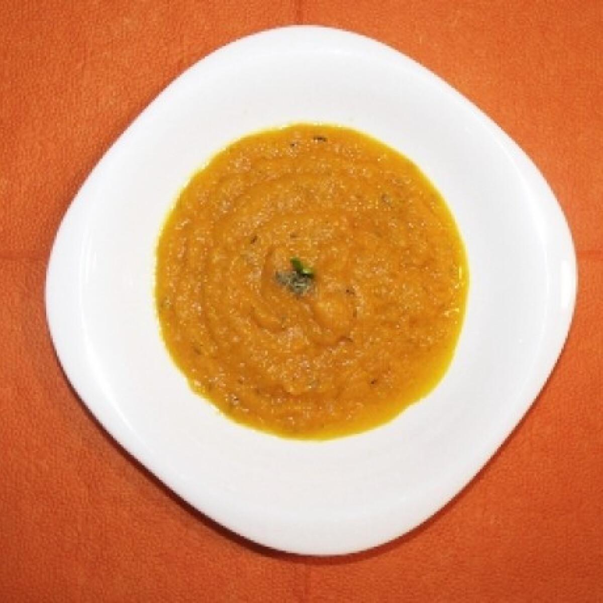 Narancsos-gyömbéres sárgarépakrém-leves