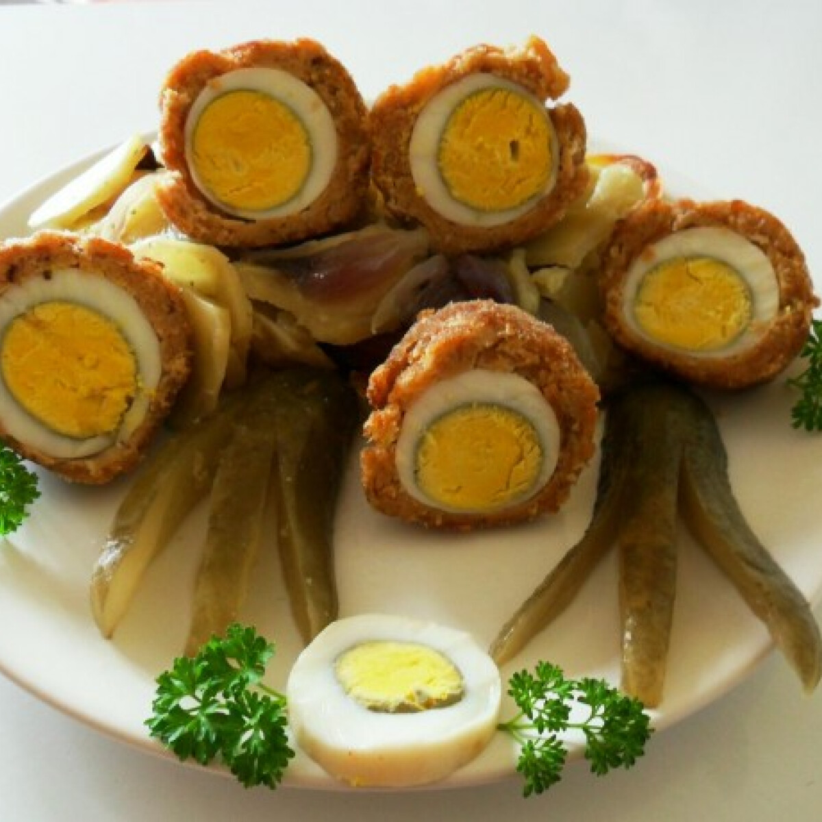 Ezen a képen: Rakott skót tojás