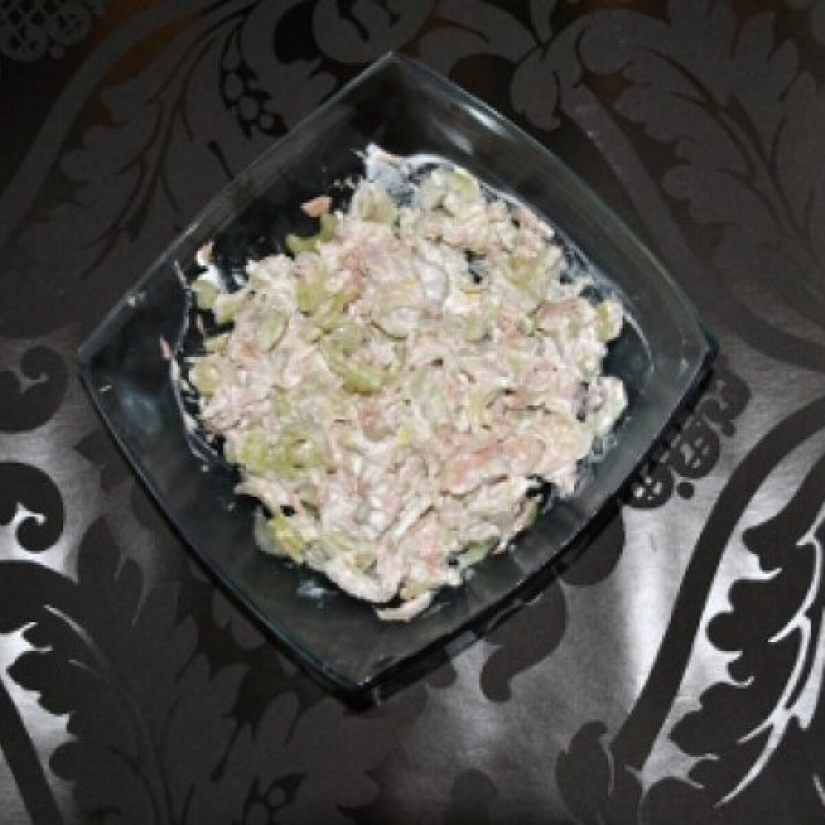 Ezen a képen: Angol zelleres tonhalsaláta