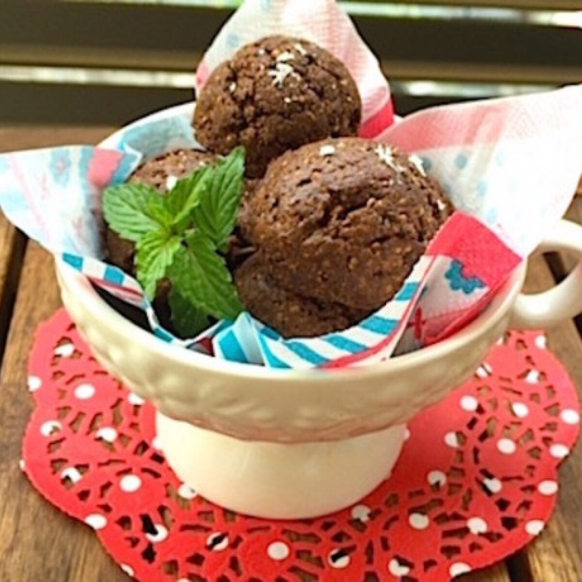 Ezen a képen: Csokis-chiás macaronkeksz gluténmentesen