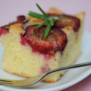 Rozmaringos-szilvás süti