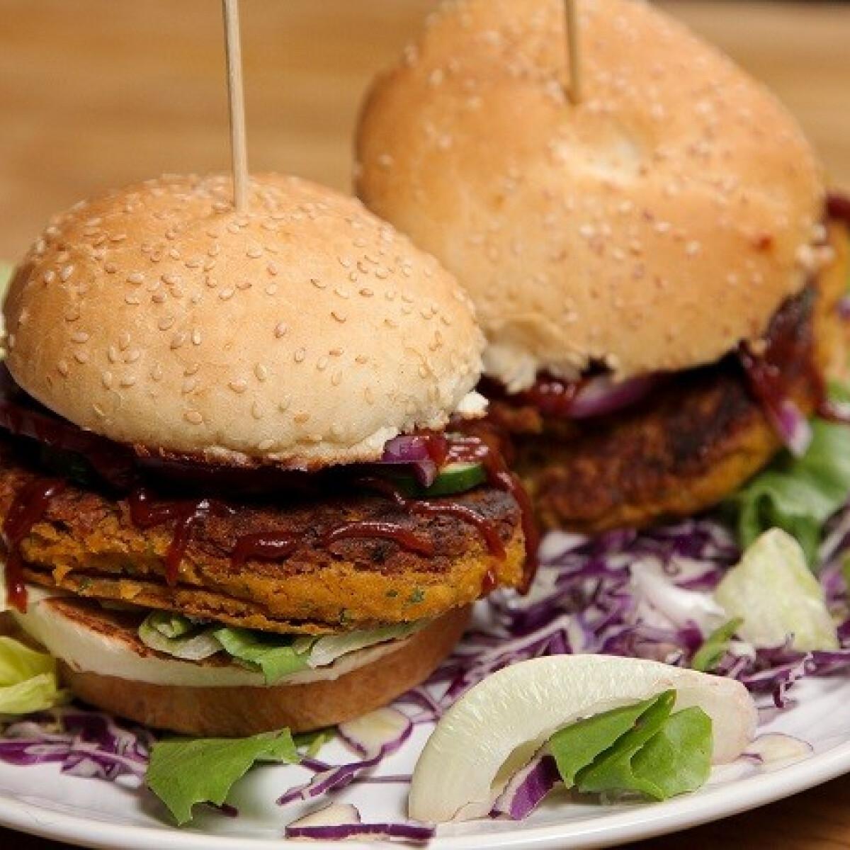 Ezen a képen: Vega burger SPAR konyhájából