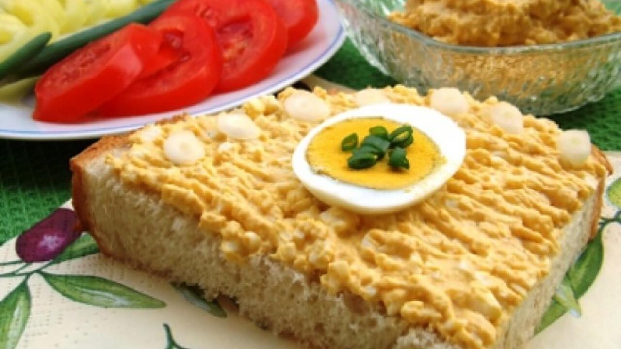Mustáros tojáspástétom