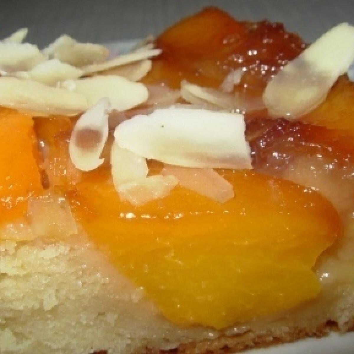 Ezen a képen: Barackos-karamellás süti