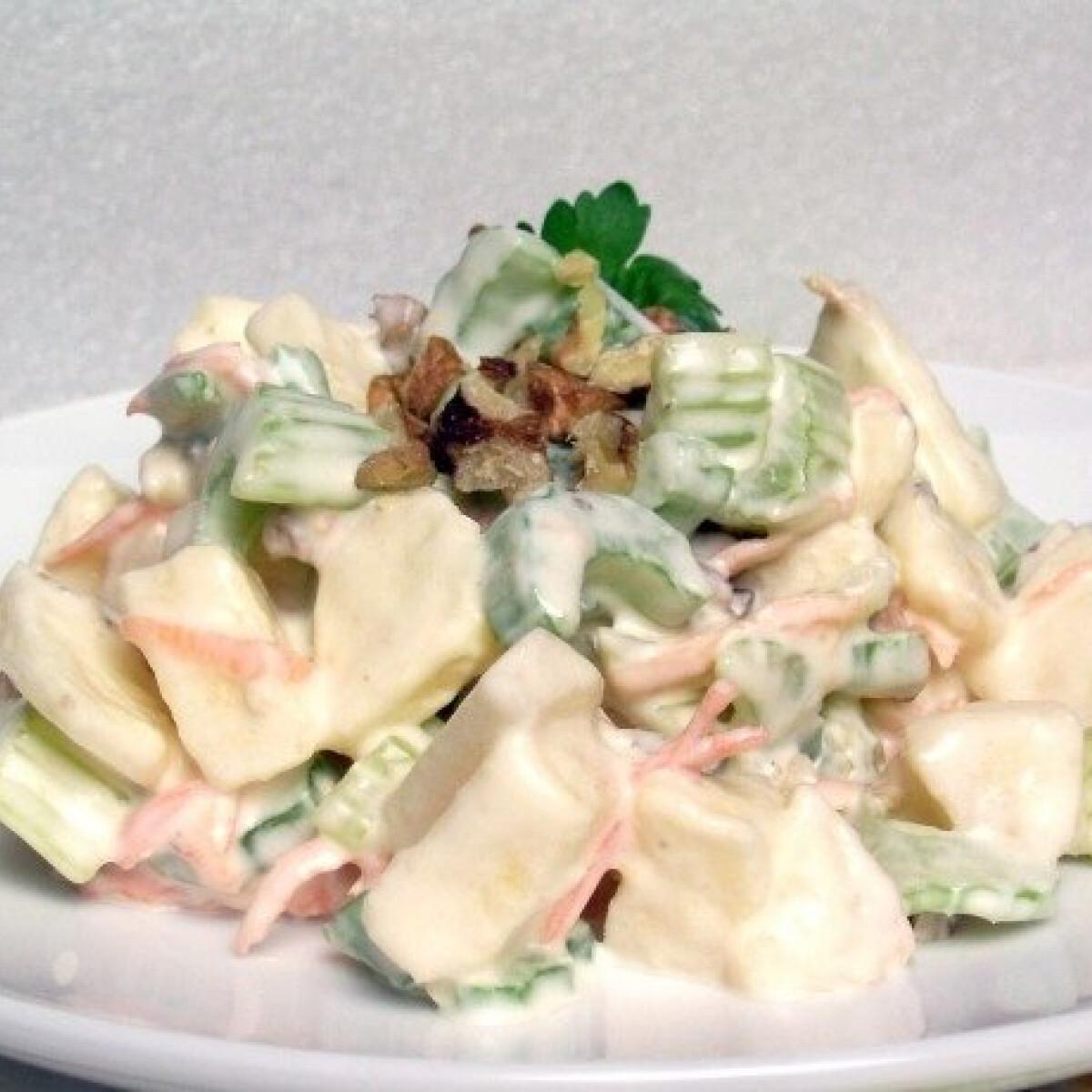 Ezen a képen: Waldorf saláta klivi konyhájából