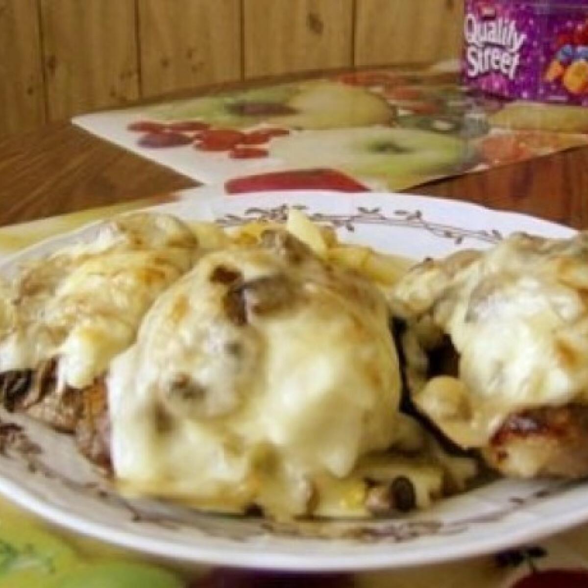 Ezen a képen: Hús buggyantott tojással