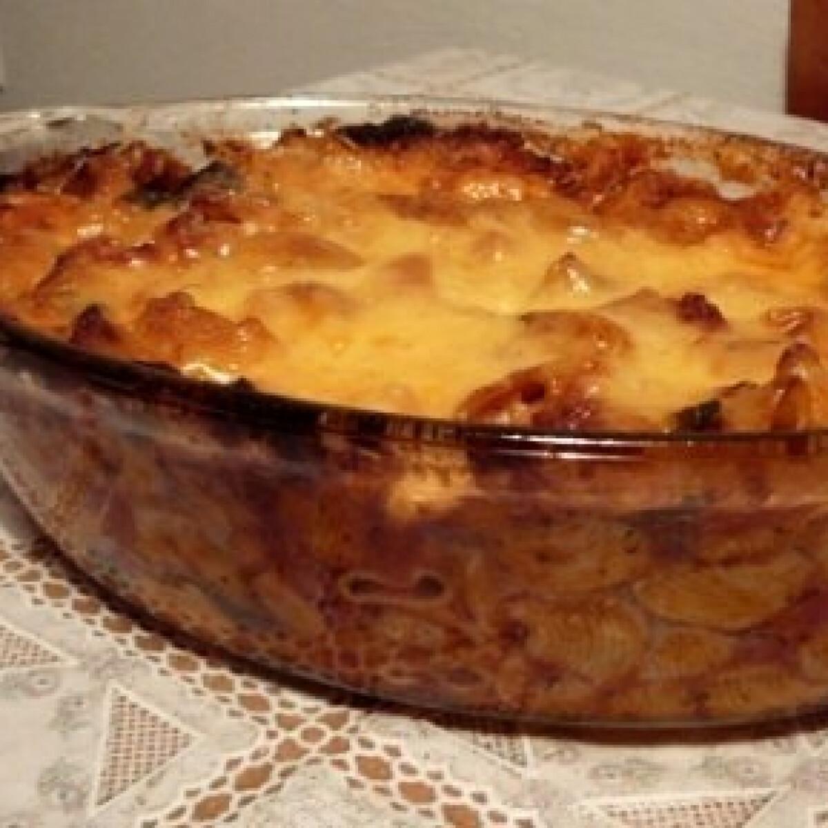 Ezen a képen: Cukkinis-padlizsános rakott tészta