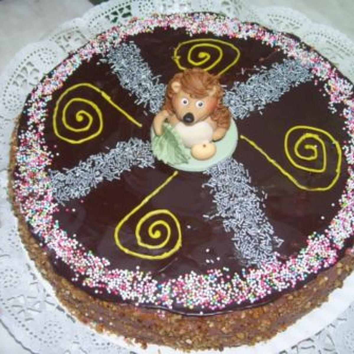 Ezen a képen: Egyszerű csokikrémes csokitorta