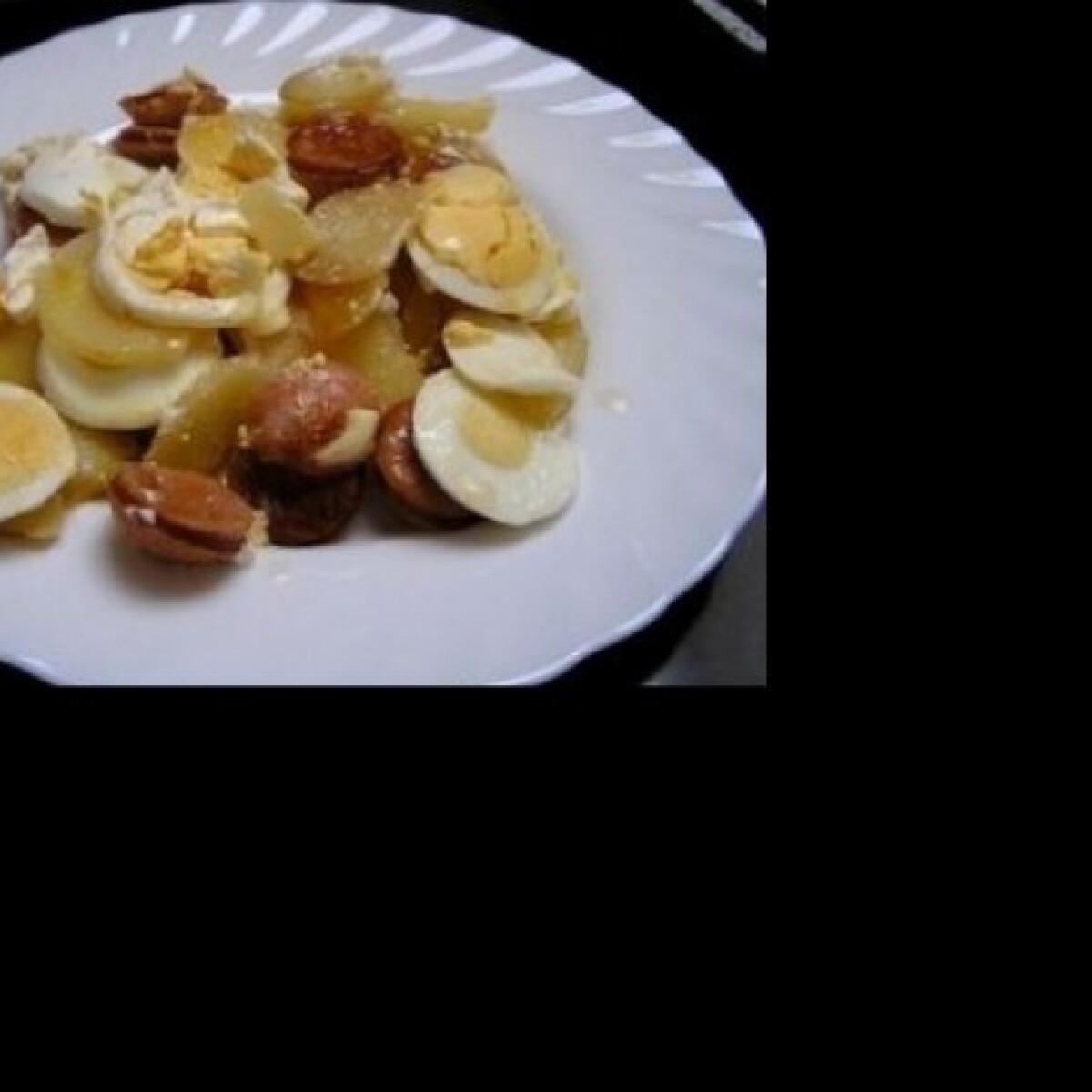 Ezen a képen: Rakott krumpli hagyományosan