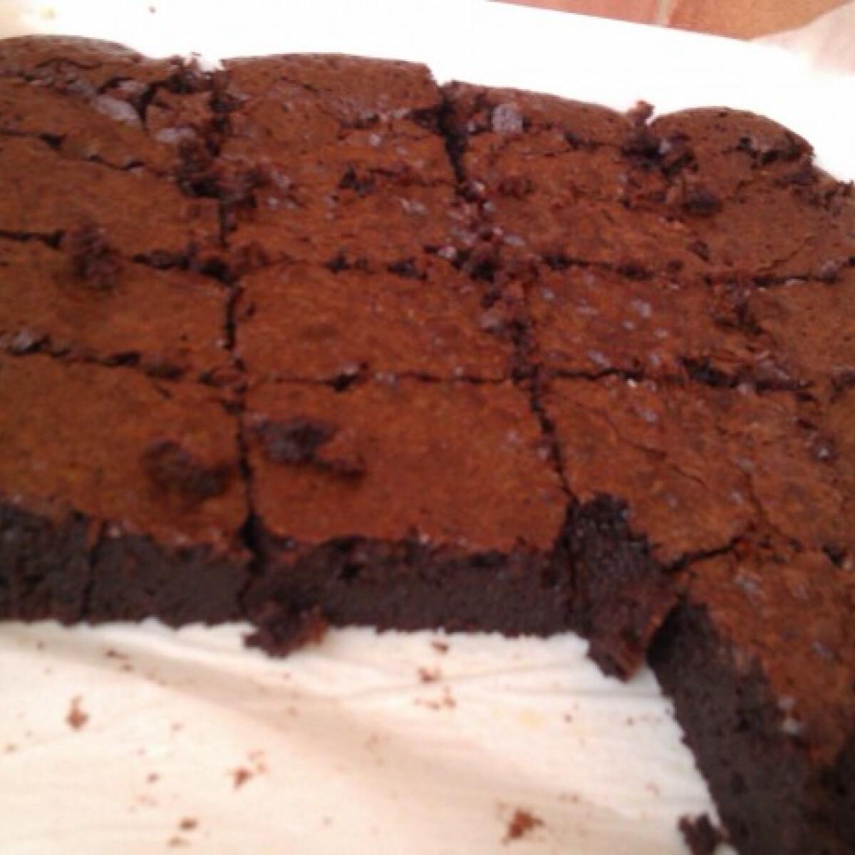 Ezen a képen: Brownie ahogy Gréti készíti
