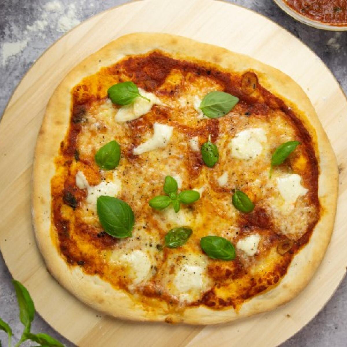 Ezen a képen: Margherita pizza