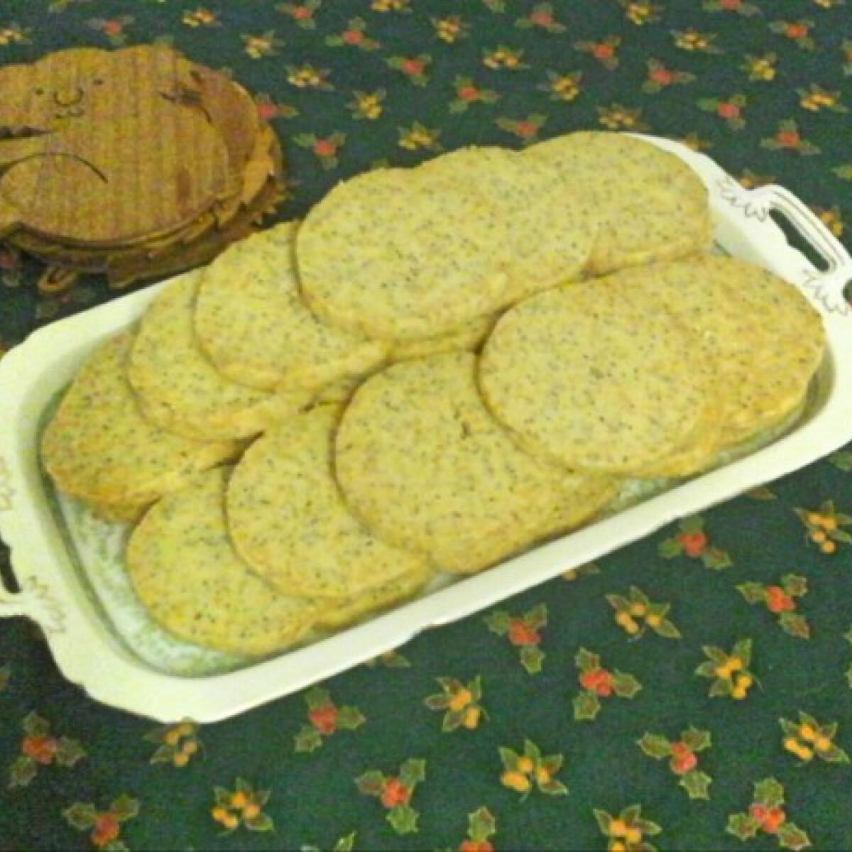 Parmezános mákos keksz