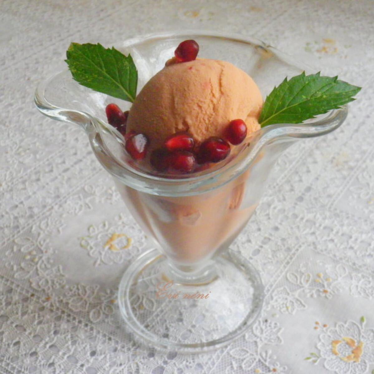 Ezen a képen: Gránátalma fagylalt