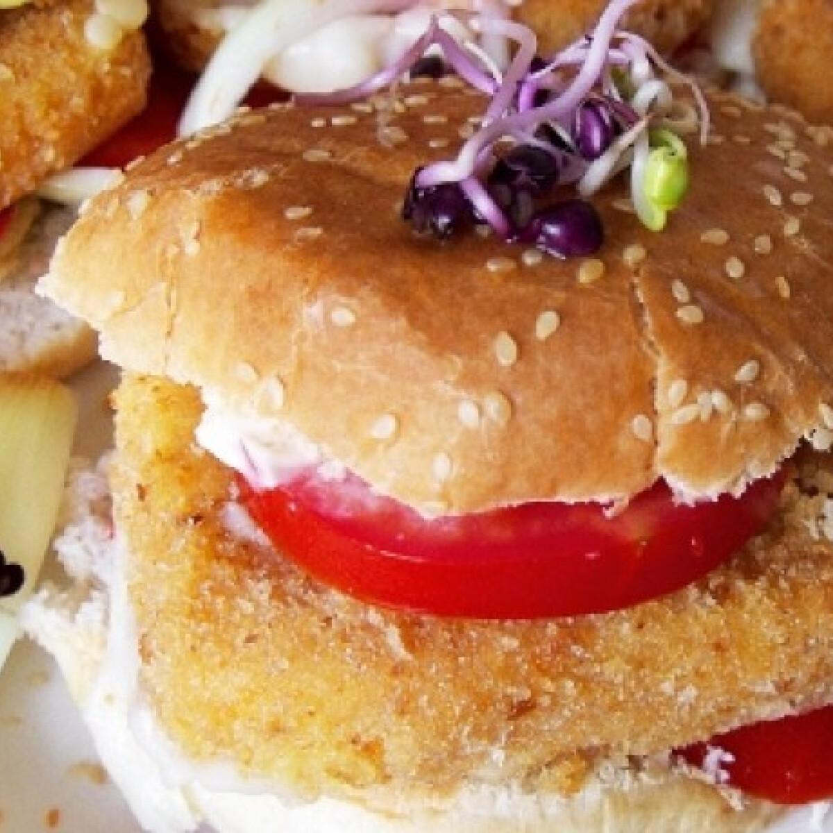 Ezen a képen: Rántott sajtos hamburger