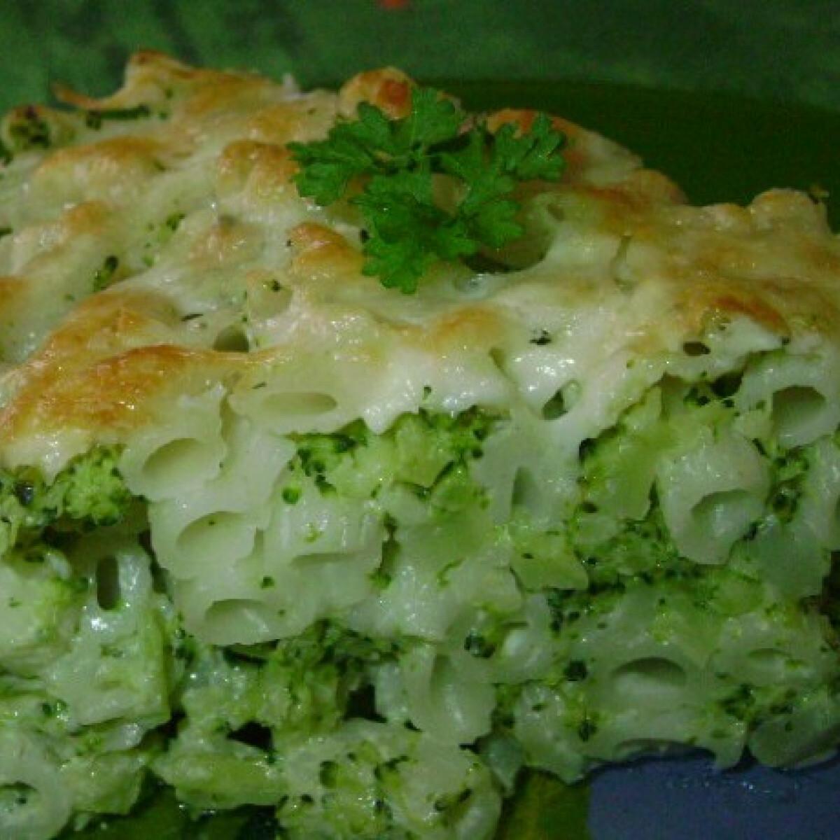 Ezen a képen: Sajtos-brokkolis tészta